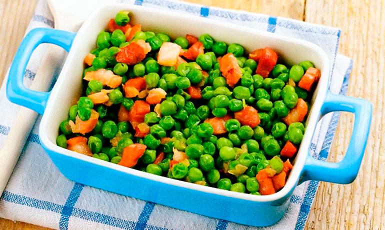 Зеленый горошек с беконом